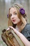 Ciérrese encima del retrato de una muchacha en un estilo popular Fotos de archivo