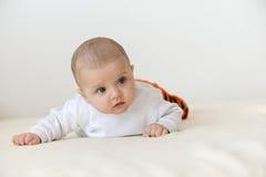 Ciérrese encima del retrato del bebé caucásico lindo Imagen de archivo