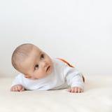 Ciérrese encima del retrato del bebé caucásico lindo Foto de archivo