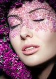Ciérrese encima del retrato del maquillaje modelo con los ojos cerrados imagen de archivo