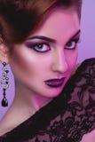 Ciérrese encima del retrato del modelo de moda de la elegancia con la piel sana adentro Imagen de archivo libre de regalías