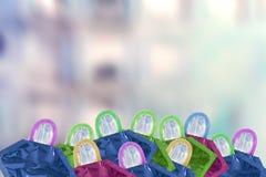 Ciérrese encima del tiro de diversos condones coloreados en fondo borroso foto de archivo libre de regalías