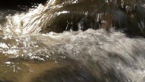 Ciérrese encima del tiro de la corriente o de la cascada almacen de metraje de vídeo