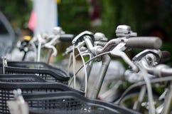 Ciérrese encima del tiro de la mano de la bicicleta Foto de archivo libre de regalías