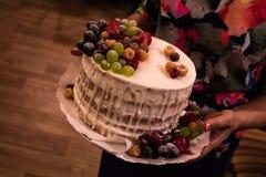 Ciérrese encima del tiro de la torta de cumpleaños imagen de archivo