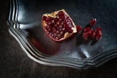 Ciérrese encima del tiro macro de los gérmenes de la granada Foto de archivo libre de regalías