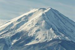 Ciérrese encima del top del monte Fuji en el tiempo de mañana Fotos de archivo libres de regalías