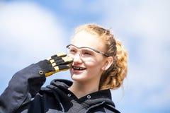 Ciérrese para arriba de adolescente en gafas de seguridad Foto de archivo libre de regalías