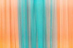 Ciérrese para arriba de azul y de naranja de la cortina Puede ser utilizado como fondo Fotografía de archivo