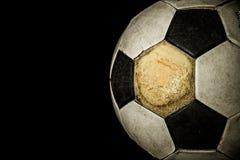 Ciérrese para arriba de balón de fútbol viejo Imagen de archivo