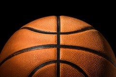 Ciérrese para arriba de baloncesto en oscuridad Imágenes de archivo libres de regalías