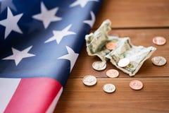 Ciérrese para arriba de bandera americana y del dinero Imágenes de archivo libres de regalías