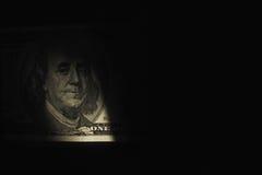 Ciérrese para arriba de billete de dólar en sombra como un símbolo de beneficios ocultados imágenes de archivo libres de regalías