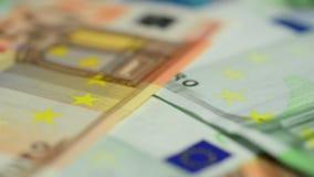 Ciérrese para arriba de billetes de banco de los euros metrajes