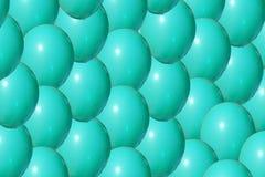Ciérrese para arriba de bola azul colorida plástica en el patio fotografía de archivo