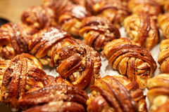 Ciérrese para arriba de bollos o de empanadas en la panadería Fotografía de archivo