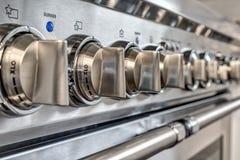 Ciérrese para arriba de botones en estufa de gas de la calidad Fotografía de archivo