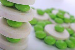 Ciérrese para arriba de cápsula de las píldoras en el fondo blanco Fotografía de archivo libre de regalías
