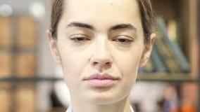 Ciérrese para arriba de cara de la mujer, interior metrajes