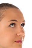 Ciérrese para arriba de cara femenina en el fondo blanco Imagenes de archivo