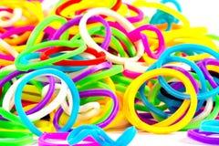 Ciérrese para arriba de color elástico colorido de las bandas del telar por completo Foto de archivo