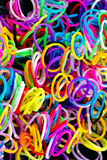 Ciérrese para arriba de color elástico colorido de las bandas del telar por completo Fotografía de archivo