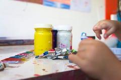 Ciérrese para arriba de colores de cartel coloridos con el foco selectivo Imágenes de archivo libres de regalías