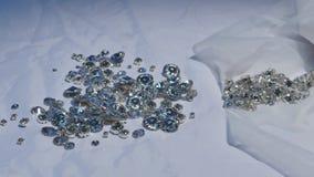 Ciérrese para arriba de cristales brillantes hermosos almacen de metraje de vídeo