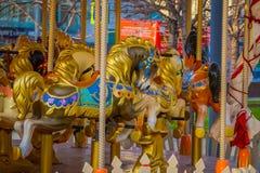 Ciérrese para arriba de detalles de los caballos del carrusel situados en un parque cerca de la Plaza Roja Moscú Imagen de archivo