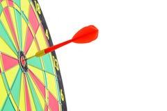 Ciérrese para arriba de diana con las flechas rojas del dardo en el centro en los vagos blancos Imagen de archivo