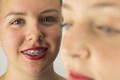 Ciérrese para arriba de dos caras de las chicas jóvenes Foto de archivo libre de regalías