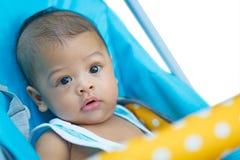 Ciérrese para arriba de edad asiática del bebé 6 meses - 1 año en cochecito Foto de archivo