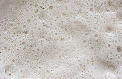 Ciérrese para arriba de espuma de la cerveza Foto de archivo