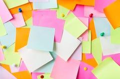 Ciérrese para arriba de etiquetas engomadas de papel coloridas Imagen de archivo