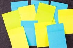 Ciérrese para arriba de etiquetas engomadas de papel coloridas Fotos de archivo libres de regalías