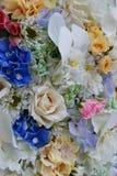 Ciérrese para arriba de flores artificiales Imagenes de archivo