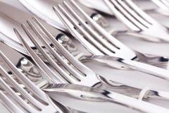 Ciérrese para arriba de forkes de los platos y cubiertos Imagen de archivo