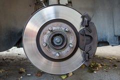 Ciérrese para arriba de frenos de disco del coche fotos de archivo libres de regalías
