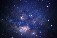 Ciérrese para arriba de galaxia de la vía láctea con las estrellas y el polvo del espacio en la O.N.U imágenes de archivo libres de regalías