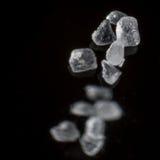 Ciérrese para arriba de granos de sal imagen de archivo