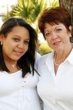 Ciérrese para arriba de hija de la madre y de la raza mezclada Imagenes de archivo