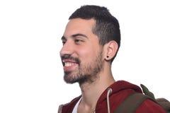 Ciérrese para arriba de hombre latino joven con la mochila Imagen de archivo