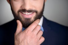 Ciérrese para arriba de hombre sonriente con la barba fotografía de archivo libre de regalías