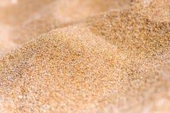 Ciérrese para arriba de la arena de la playa del mar o de la arena del desierto Fotografía de archivo