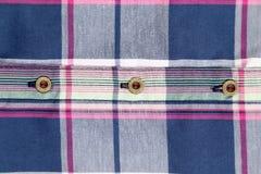 Ciérrese para arriba de la camisa de tela escocesa multicolora. Imagenes de archivo