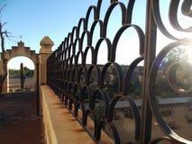 Ciérrese para arriba de la cerca de acero adornada fotos de archivo