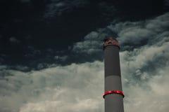 Ciérrese para arriba de la chimenea de la central eléctrica de la lectura en Tel Aviv que en Israel Fotografía de archivo