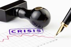 Ciérrese para arriba de la crisis de la palabra sellada en un gráfico Foto de archivo