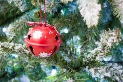 Ciérrese para arriba de la decoración de Bell del árbol Nevado de la Navidad Fotografía de archivo libre de regalías