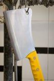 Ciérrese para arriba de la ejecución grande de la cuchilla en los ganchos del metal Foto de archivo